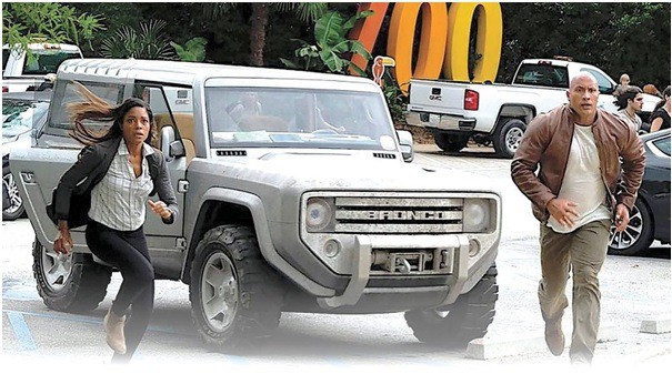 A glimpse of a scene from the movie Rampage with Ford Bronco